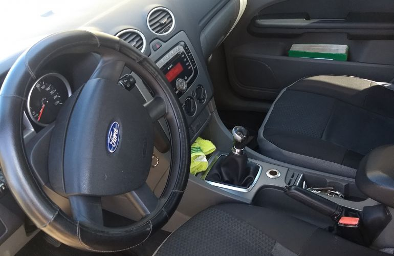 Ford Focus Sedan Ghia 2.0 16V Duratec - Foto #2