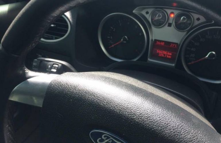 Ford Focus Hatch GLX 2.0 16V (Flex) - Foto #4