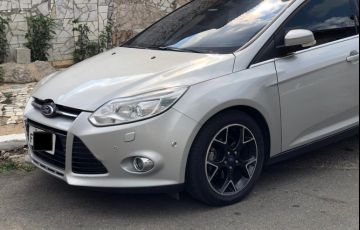 Ford Focus Hatch Titanium 2.0 16V PowerShift - Foto #3
