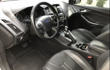 Ford Focus Hatch Titanium 2.0 16V PowerShift - Foto #6