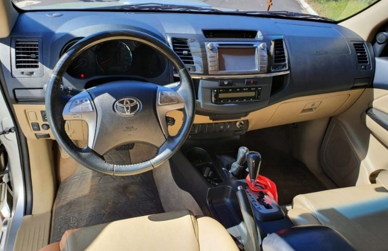 Toyota Hilux SW4 SRV 3.0 TDI 4X4 (5 Lugares) - Foto #7