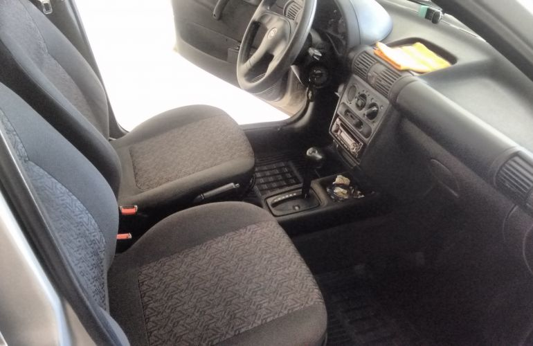 Chevrolet Corsa Sedan Classic 1.6 - Foto #2