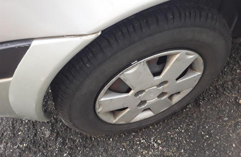 Ford Fiesta Hatch GL 1.0 MPi 4p - Foto #8