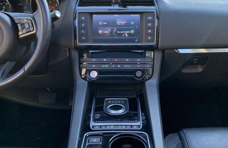 Jaguar F-Pace 2.0D Prestige 4WD - Foto #7