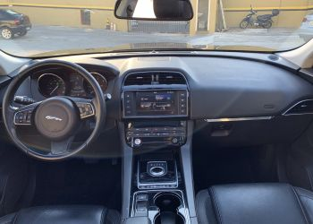 Jaguar F-Pace 2.0D Prestige 4WD - Foto #9