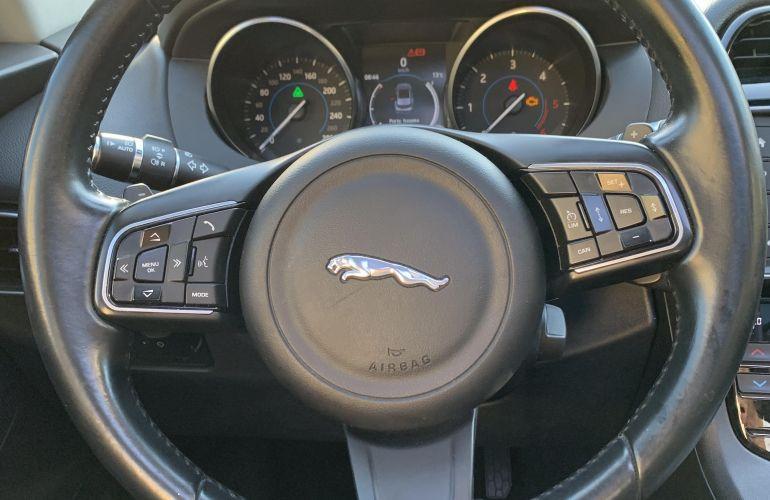 Jaguar F-Pace 2.0D Prestige 4WD - Foto #10