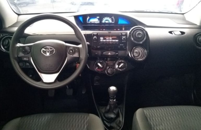 Toyota Etios X Plus 1.5 (Flex) - Foto #4