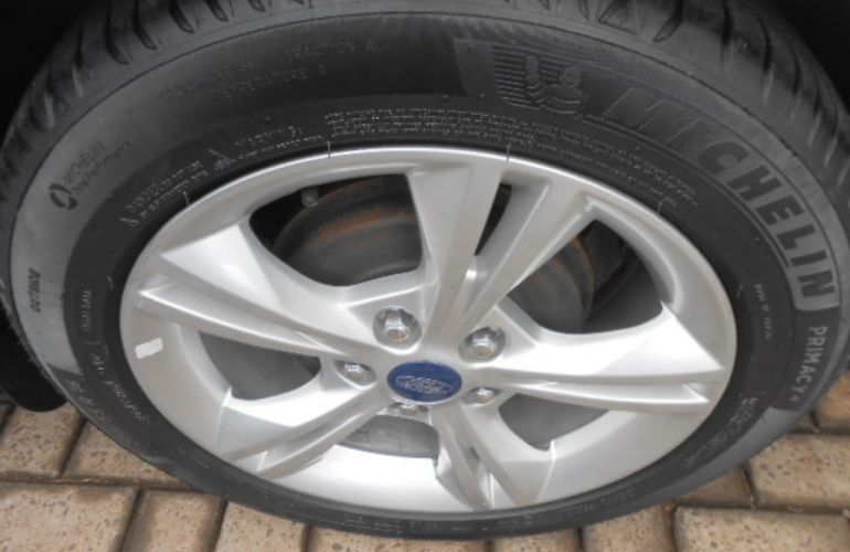 Ford Focus Hatch SE 1.6 16V TiVCT PowerShift - Foto #7