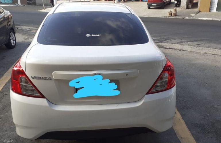 Nissan Versa 1.0 Conforto (Flex) - Foto #2