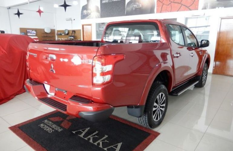 Mitsubishi L200 Triton Sport HPE Top 4WD 2.4 TD - Foto #5