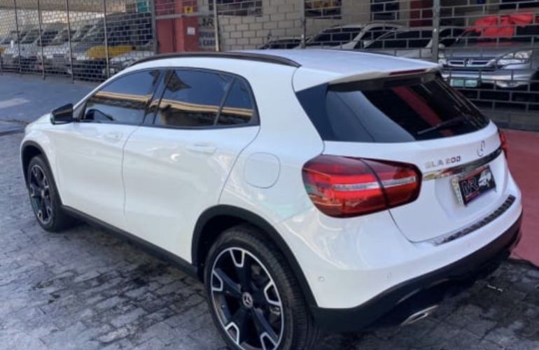 Mercedes-Benz GLA 200 Night - Foto #3