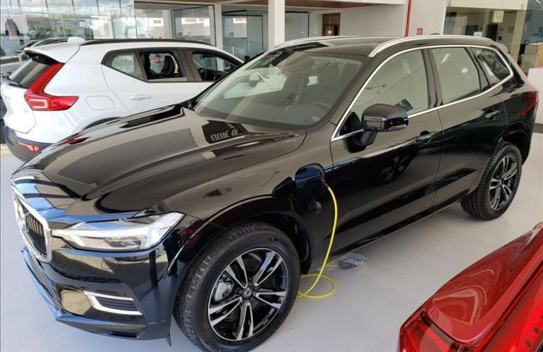 Volvo XC60 2.0 T8 Hybrid Momentum AWD Geartronic - Foto #1