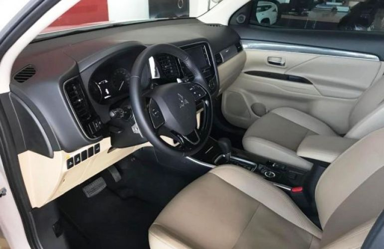 Mitsubishi Outlander HPE-S 2.2 DI-D AWD - Foto #9