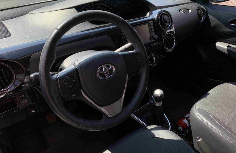 Toyota Etios Sedan Platinum 1.5 (Flex) - Foto #7