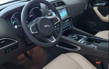 Jaguar F-PACE 2.0 16V Turbo Prestige AWD - Foto #8