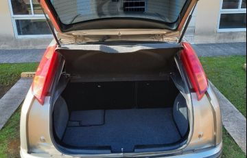 Ford Focus Hatch GLX 1.6 8V - Foto #4
