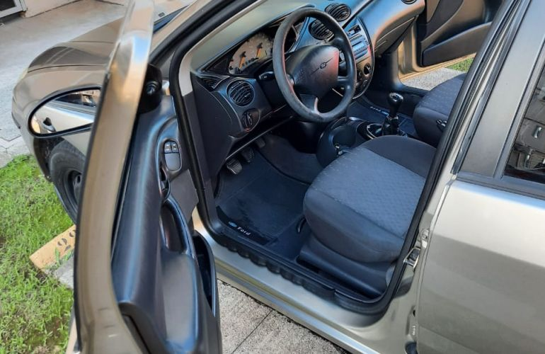 Ford Focus Hatch GLX 1.6 8V - Foto #9