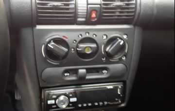 Chevrolet Corsa Sedan Classic 1.0 MPFi - Foto #6
