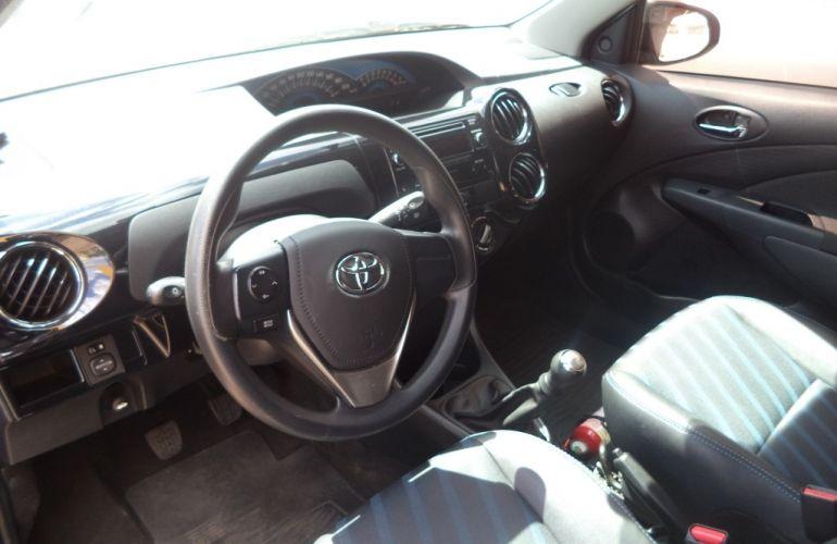 Toyota Etios XS 1.5 (Flex) - Foto #9
