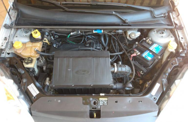 Ford Fiesta Sedan 1.6 Rocam (Flex) - Foto #3