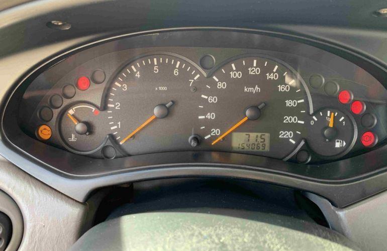 Ford Focus Sedan FC 2.0 16V - Foto #6