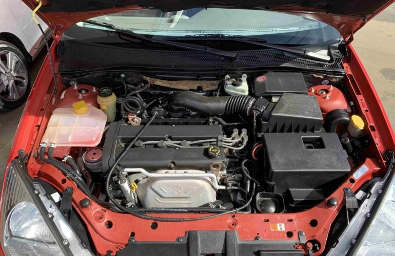Ford Focus Sedan FC 2.0 16V - Foto #9