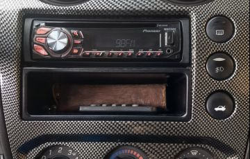 Ford Fiesta Hatch Trail 1.6 (Flex) - Foto #3