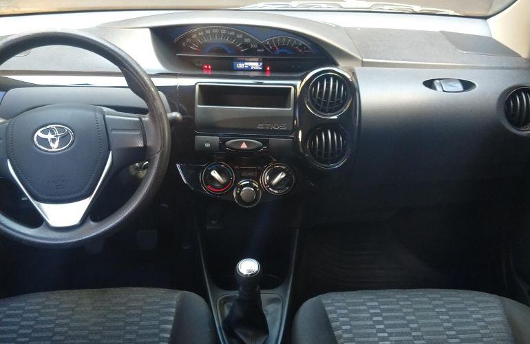 Toyota Etios Sedan X 1.5 (Flex) - Foto #9