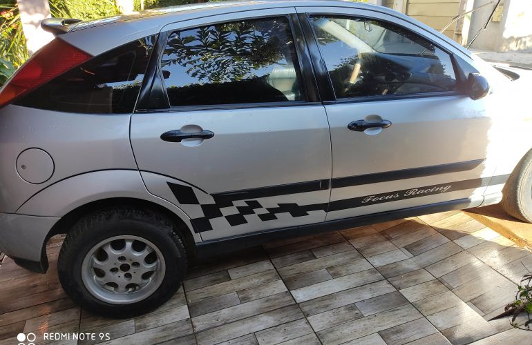 Ford Focus Hatch 1.8 16V - Foto #5