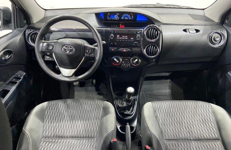 Toyota Etios XS 1.5 (Flex) - Foto #6