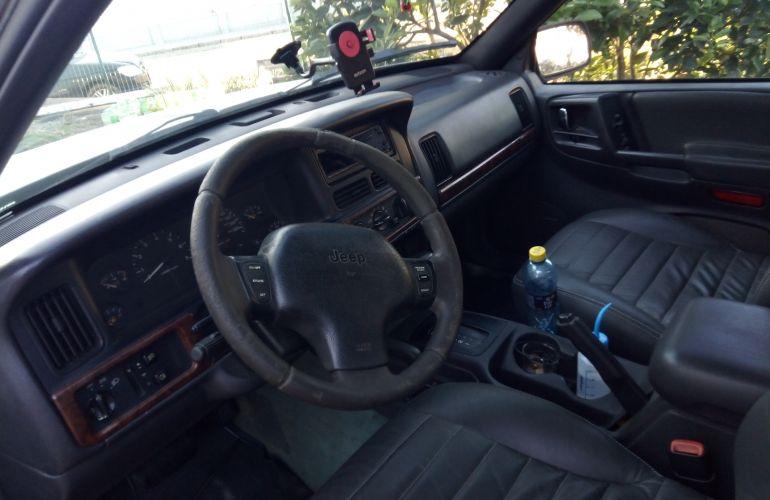 Jeep Grand Cherokee Laredo  4.0 V6 - Foto #1