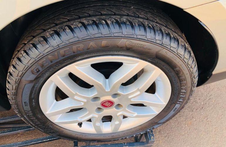 Fiat Siena Essence 1.6 16V Dualogic (Flex) - Foto #10