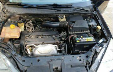 Ford Focus Sedan 2.0 16V - Foto #2