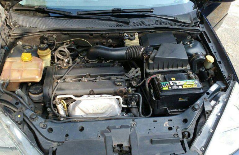 Ford Focus Sedan 2.0 16V - Foto #8