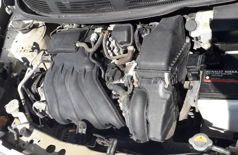 Nissan March 1.6 16V SV (Flex) - Foto #8