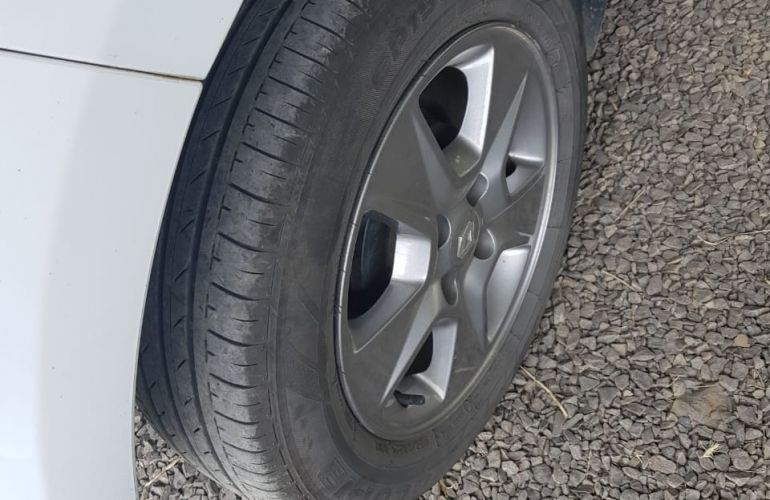 Renault Sandero Vibe 1.0 12V SCe (Flex) - Foto #6
