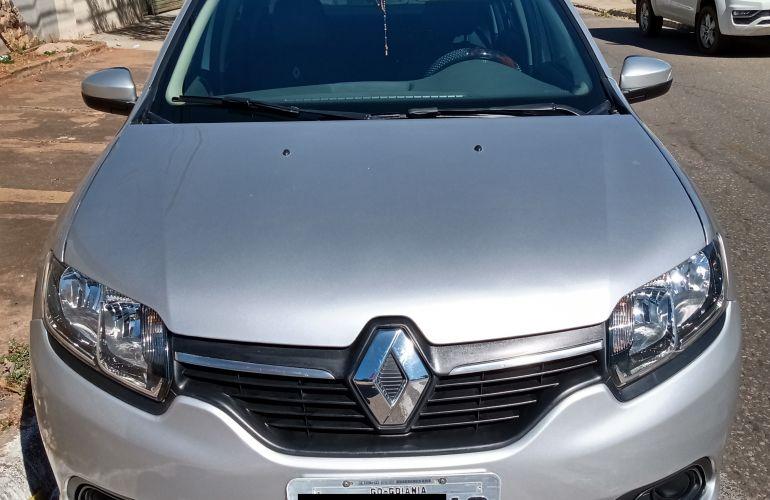 Renault Logan Expression 1.6 8V - Foto #1
