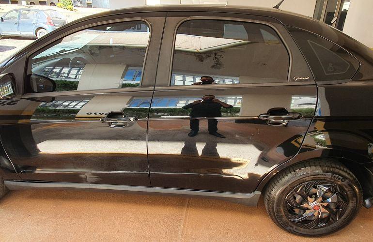 Fiat Grand Siena Attractive 1.4 8V (Flex) - Foto #4