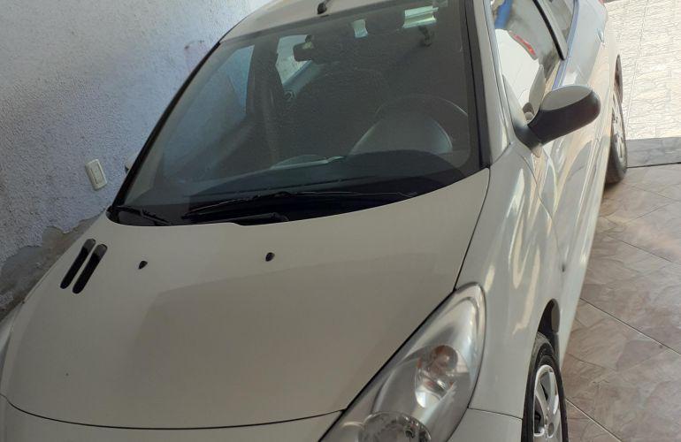 Peugeot 207 Hatch Active 1.4 (Flex) - Foto #2