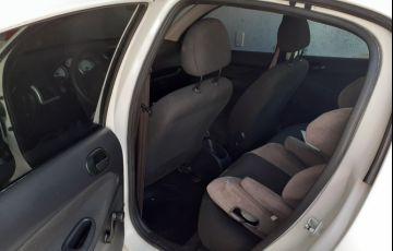 Peugeot 207 Hatch Active 1.4 (Flex) - Foto #3
