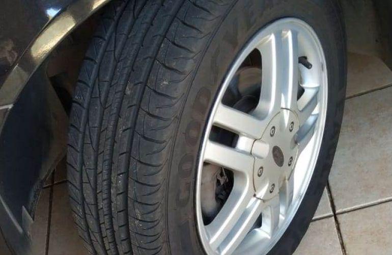 Ford Focus Hatch GLX 1.6 8V (Flex) - Foto #4