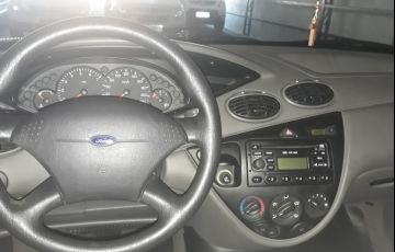 Ford Focus Hatch GLX 1.8 16V - Foto #4