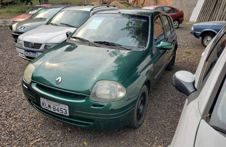 Renault Clio Hatch. RL 1.0 8V - Foto #3