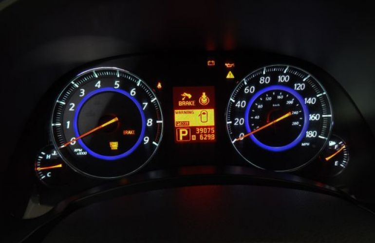 Infiniti FX35 RWD 3.5 V6 24V - Foto #6