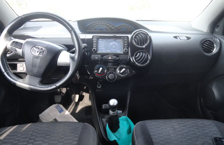 Toyota Etios Cross 1.5 (Flex) - Foto #4