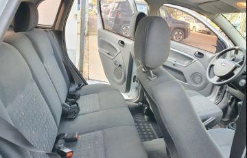 Ford Fiesta Hatch Personnalité 1.0 8V - Foto #5