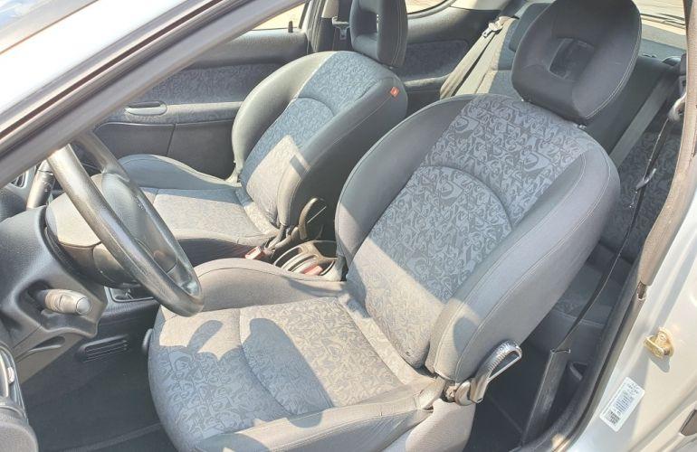 Peugeot 206 Hatch. Quiksilver 1.0 16V - Foto #4