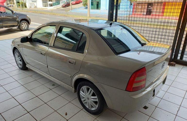Chevrolet Astra 2.0 MPFi Elegance Sedan 8v - Foto #3
