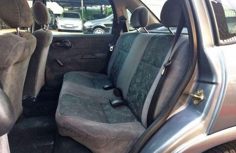 Chevrolet Corsa 1.0 MPFi Milenium Sedan 8v - Foto #7