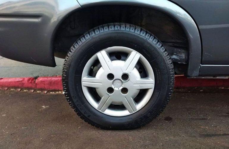 Chevrolet Corsa 1.0 MPFi Milenium Sedan 8v - Foto #9